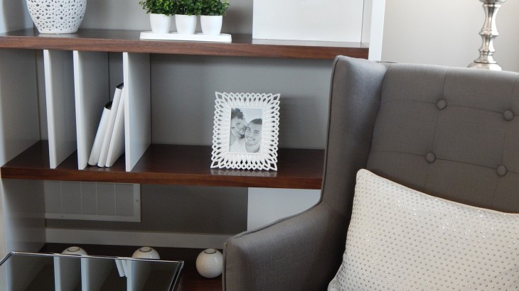 shelves-890573_1280