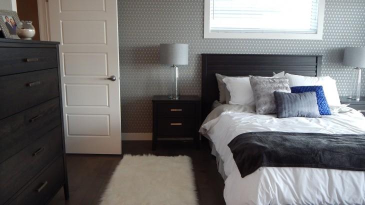 bedroom-881123_1280