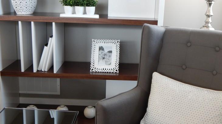 shelves-890573_1280 (1)