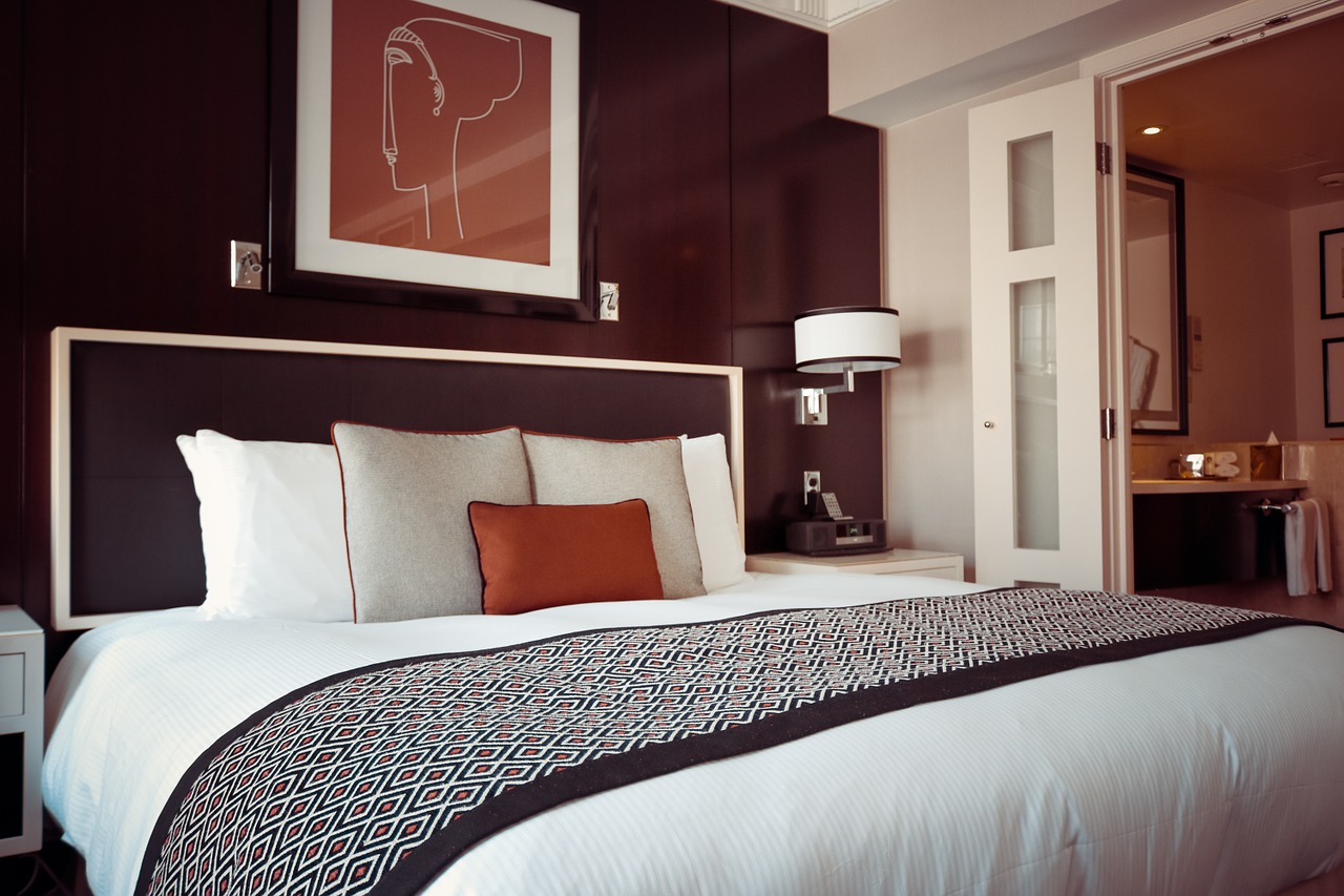 hotel-room-1447201_1280 (1)